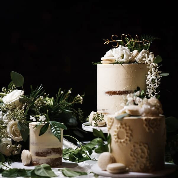 Trio of single tier wedding cake