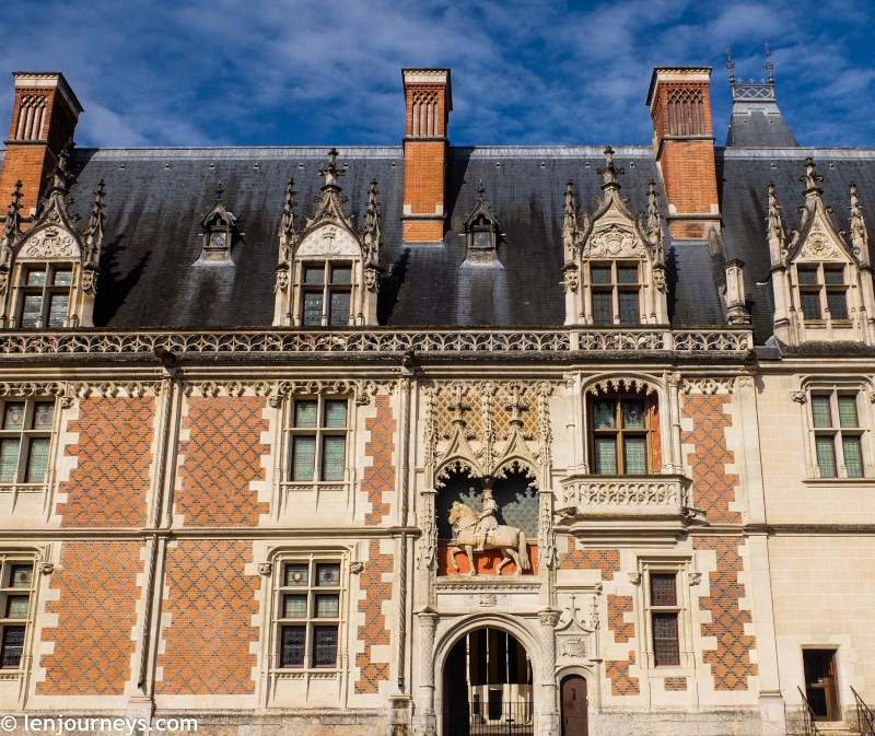 The facade of Louis XII wing