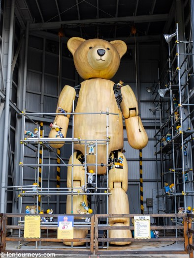 SLOW - The world's largest teddy bear