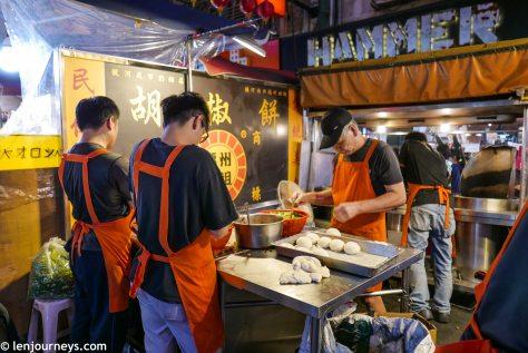 A food vendor at Raohe Night Market