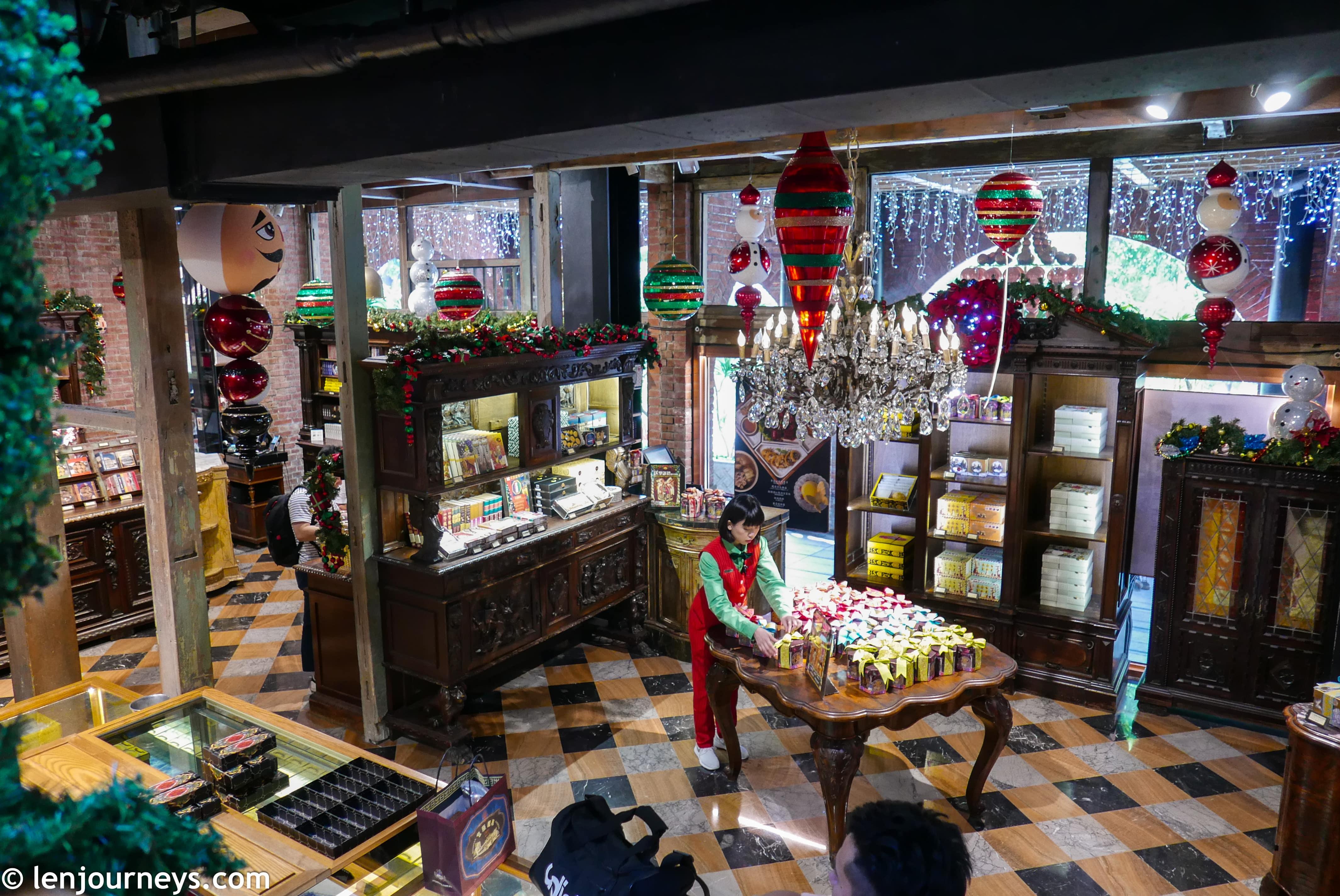 Opulent chandelier at Miyahara