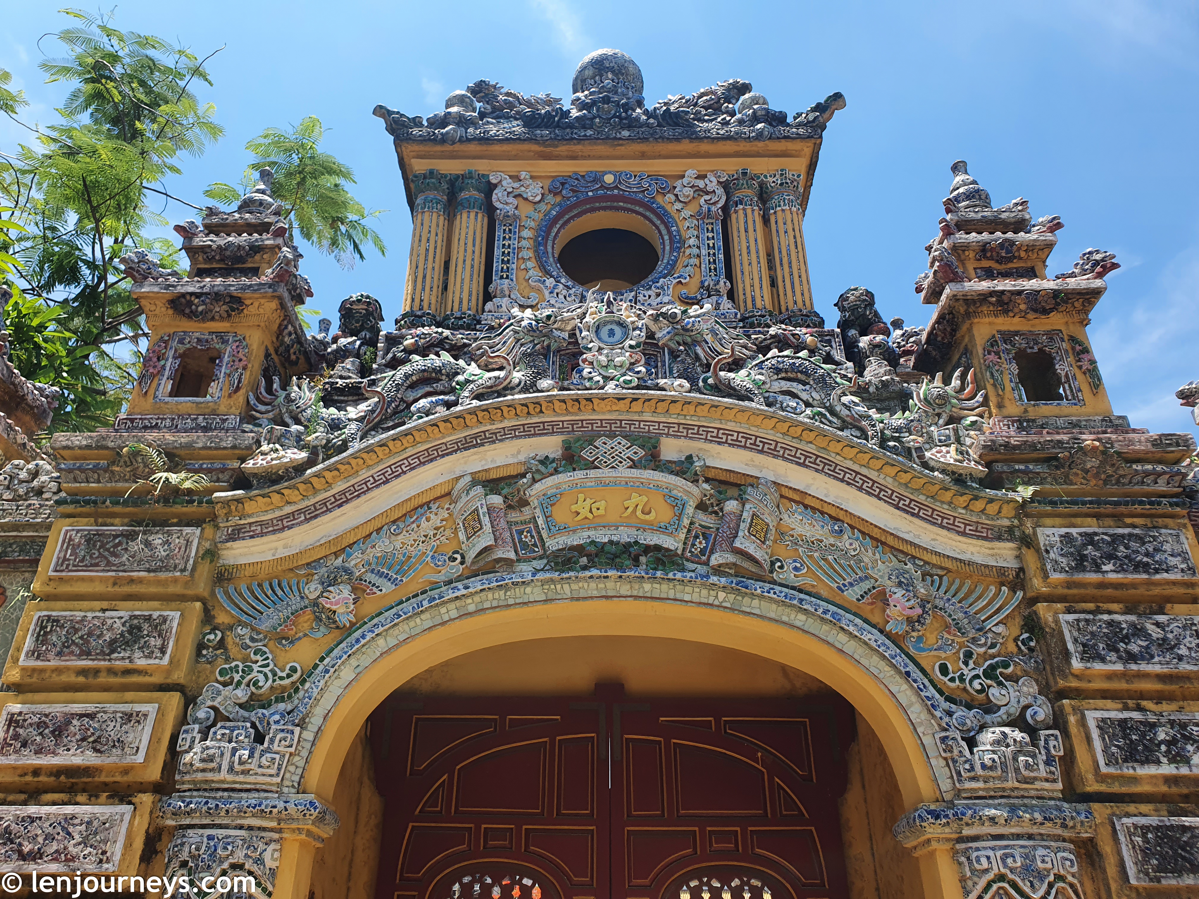 Beautiful entrance to An Dinh Palace
