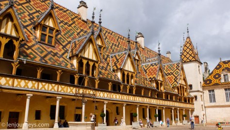 The spectacular roof of Hospices de Beaune