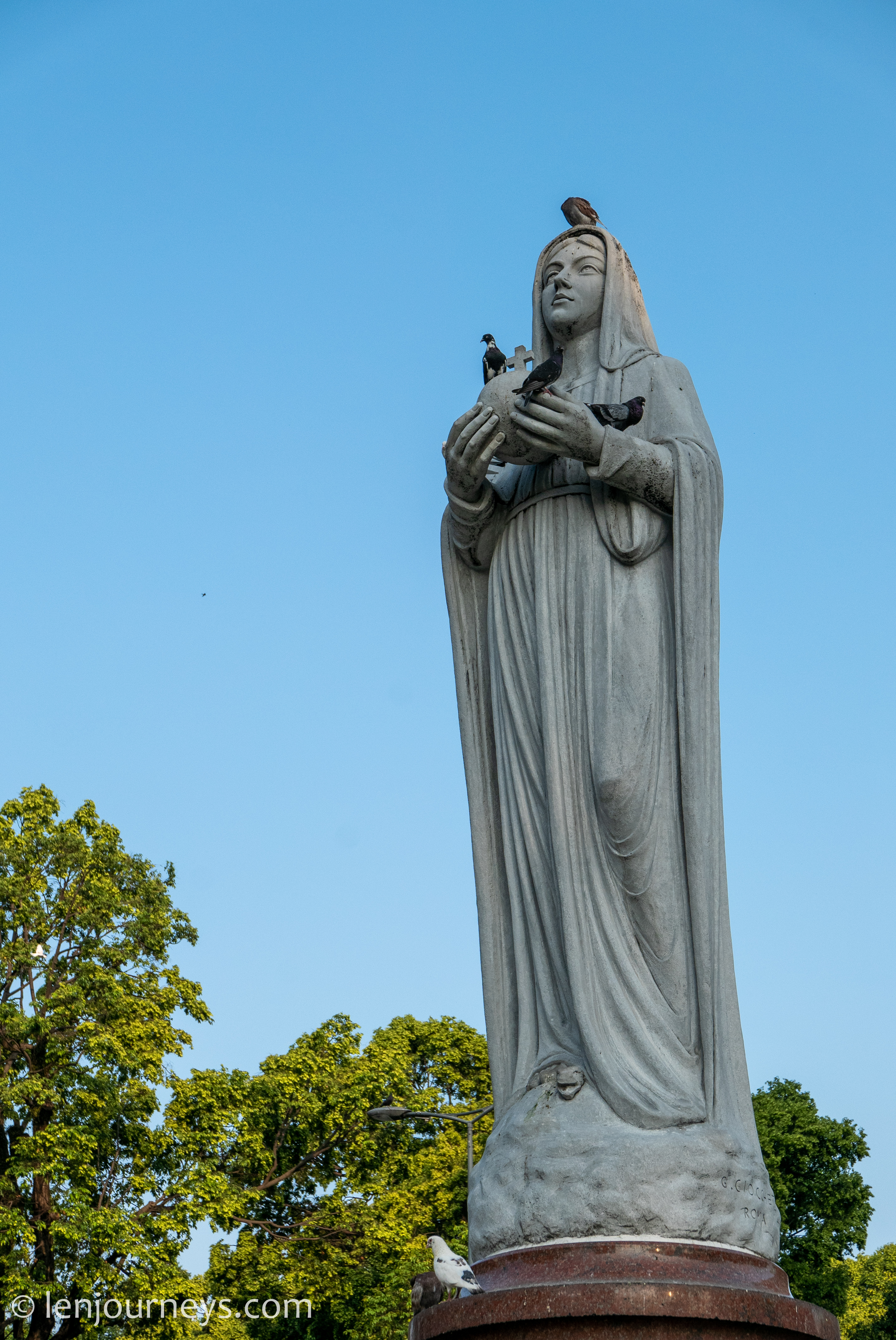 Virgin Maria Statue in front of the Notre Dame Cathedral