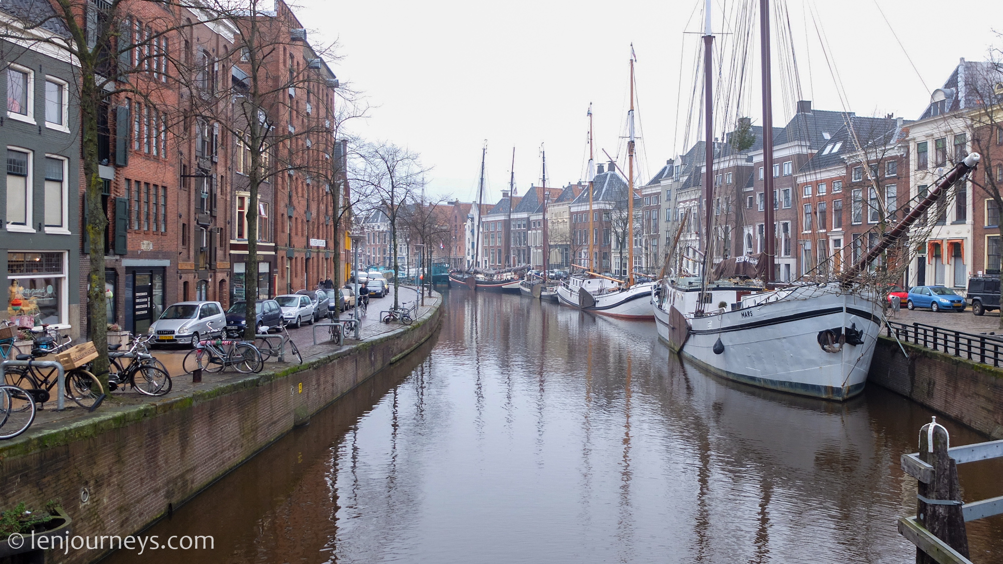 Ships in the Canal Ring