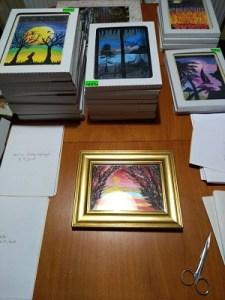rámovanie obrazov, na stole