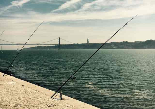 rieka Tajo, most 24. apríla, socha Ježiša, Lisabon, Portugalsko