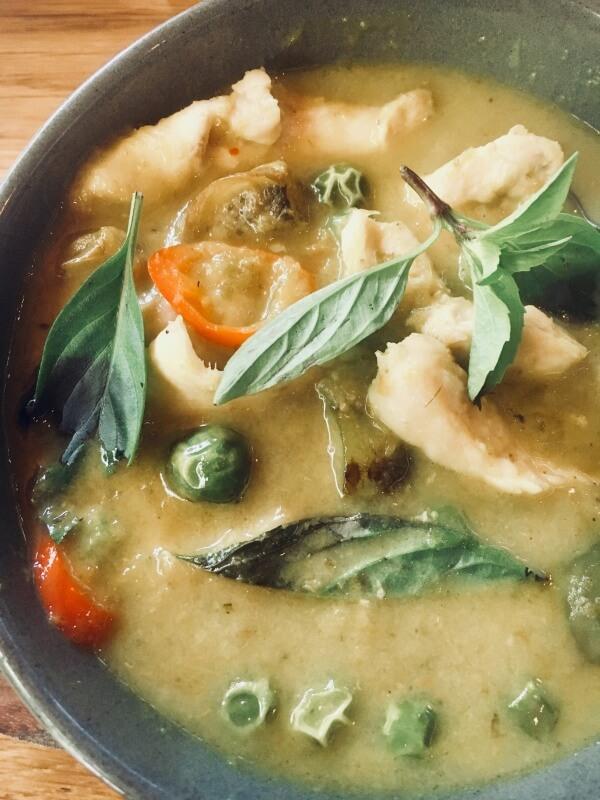 zelené curry s kuracím mäsom