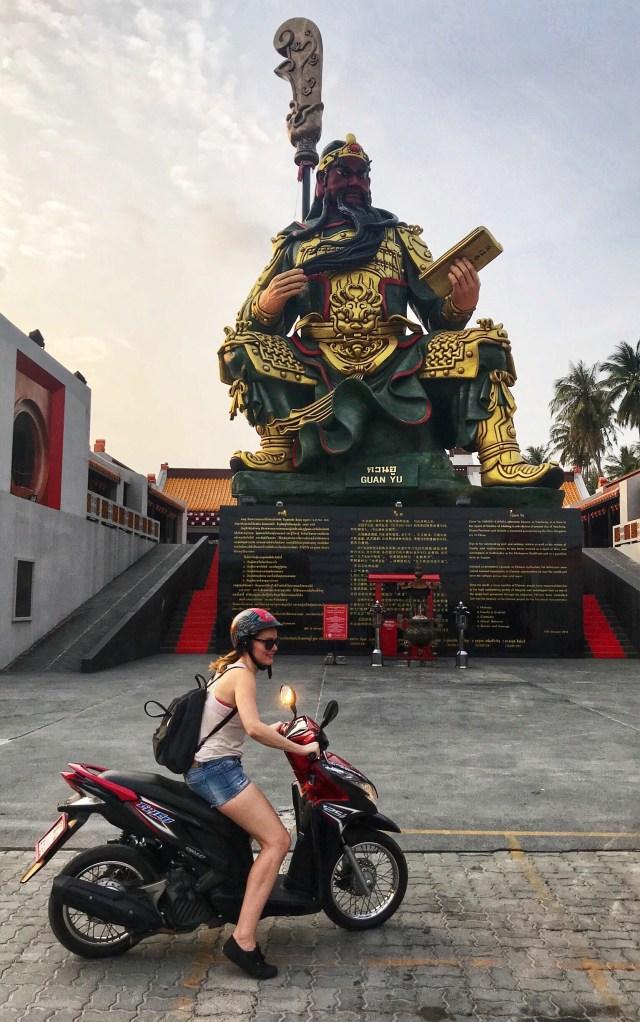 Guan-Yu, Koh Samui, Thajsko, Lenka Says, LenkaSays, blog o cestovaní, cestovateľský blog, blog o životnom štýle, travel & lifestyle blog