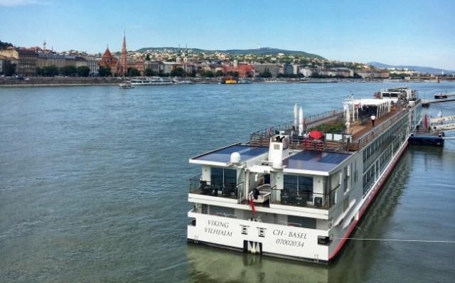loď na Dunaji, Budapešť, Maďarsko