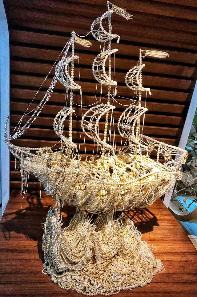 plavby loďou, Loď z perál na palube Celebrity Edge