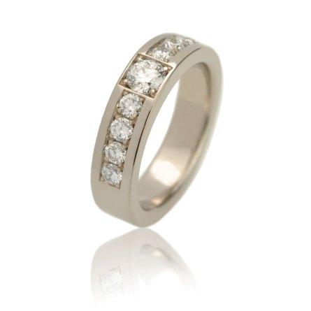 witgouden ring met negen diamanten pave gezet