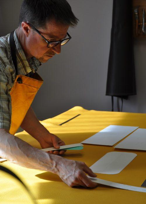 Savoir-faire en maroquinerie de luxe, artisan français, créateur de sac, bagages, ceintures en cuir. Un savoir-faire d'excellence française. LE NOËN