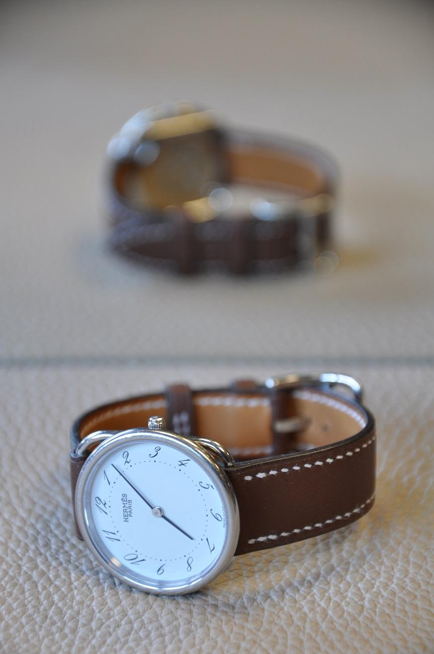 Bracelet sur-mesure pour une montre Hermès en veau marron, entièrement cousu à la main. Fabrication LE NOËN sellier maroquinier France