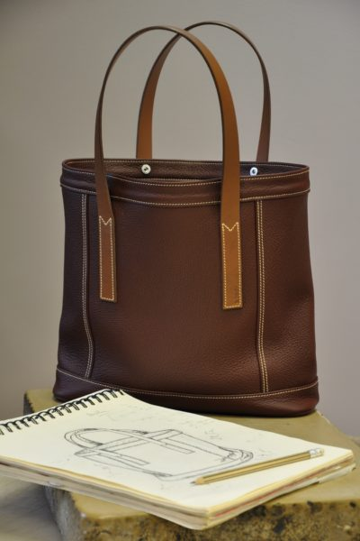 Woman's bag Valentine II is made in taurillon, lined in cotton. Hand made by LE NOËN luxury leather goods craftsmen.