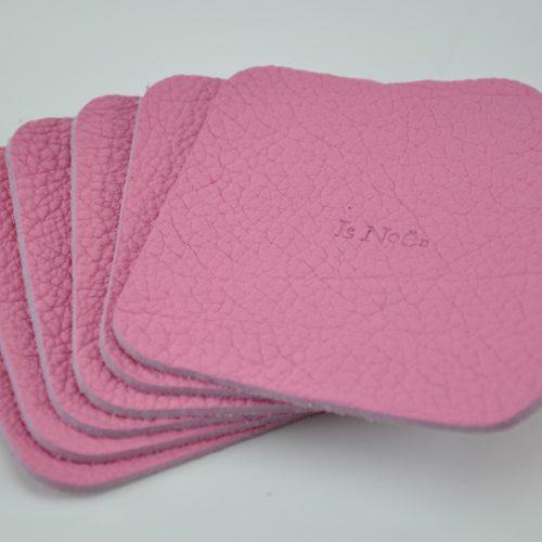 Dessous de verre en taurillon rose. Objets originaux pour boire un apéro entre amis. Fabrication française.