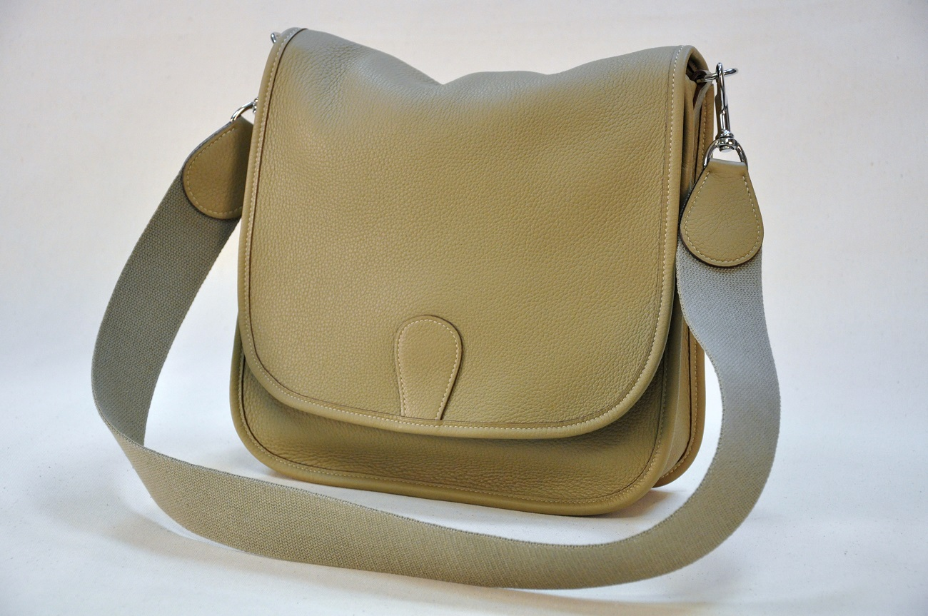 Leather shoulder bag for woman. Fashion and cool accessory made in France.