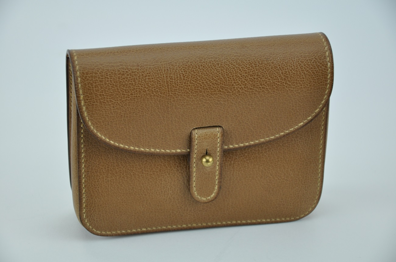 Leather belt pouch, the perfect outdoor accessory for men and women.