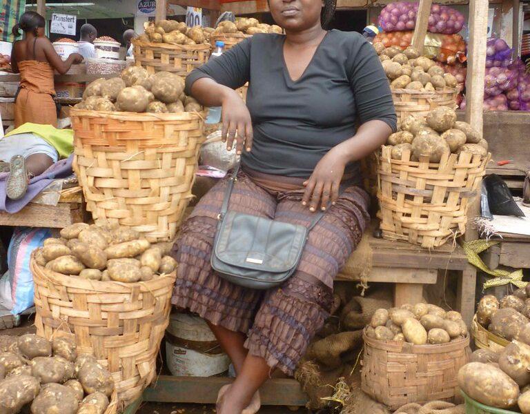 ⏯️ Dominique YAMB TIMBA : «Vous ne pouvez pas obliger les commerçants à fermer leur activité à cause du nettoyage»