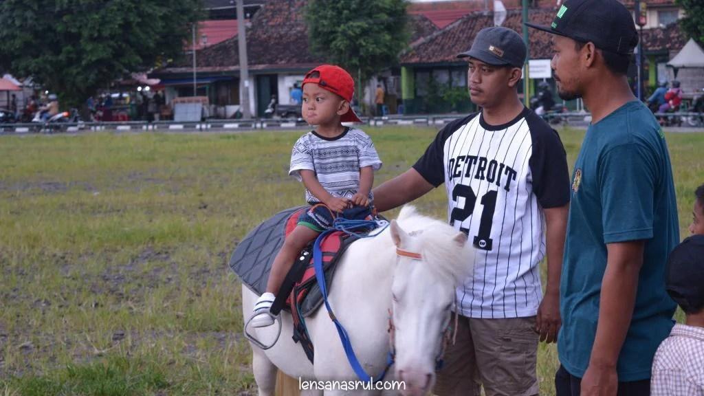 Berkuda di Alun alun uatara yogyakarta