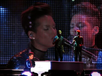 Alicia Keys Set The World On Fire Tour - Skenoo Exhibition Hall
