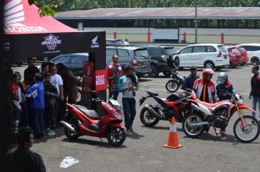 Wahana Makmur Sejati dukung minat balap anggota komunitas Honda CBR pada ajang Indonesia CBR Race Day, yang berlangsung di Sentul pada Minggu, 22 April. (9)