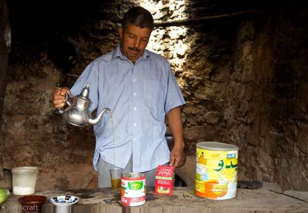 pouring tea / ouirgane, morocco