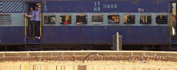 the delayed train / bandkui, india