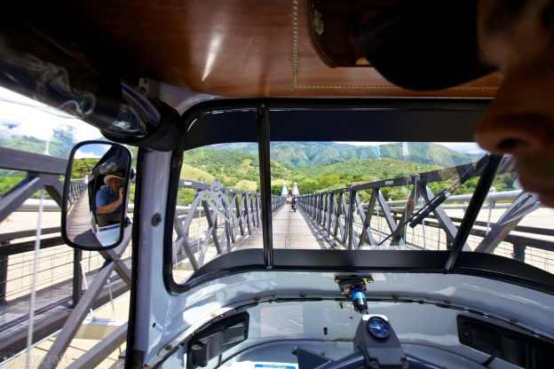 tuktuk crossing / santa fe de antioquia, colombia