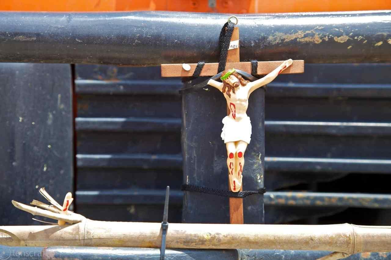 broken jesus / mitad del mundo, colombia