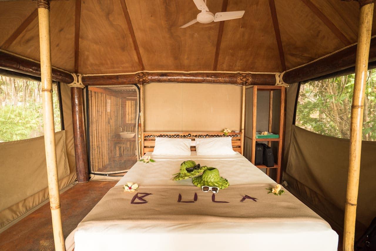 the bula bed / barefoot manta resort, fiji