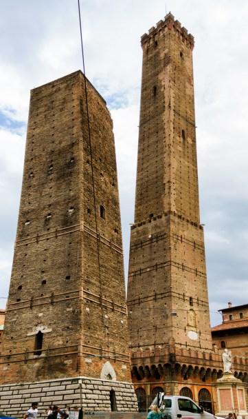 Le Due Torri Asinelli Tower (right) and Garisenda tower (Left)}