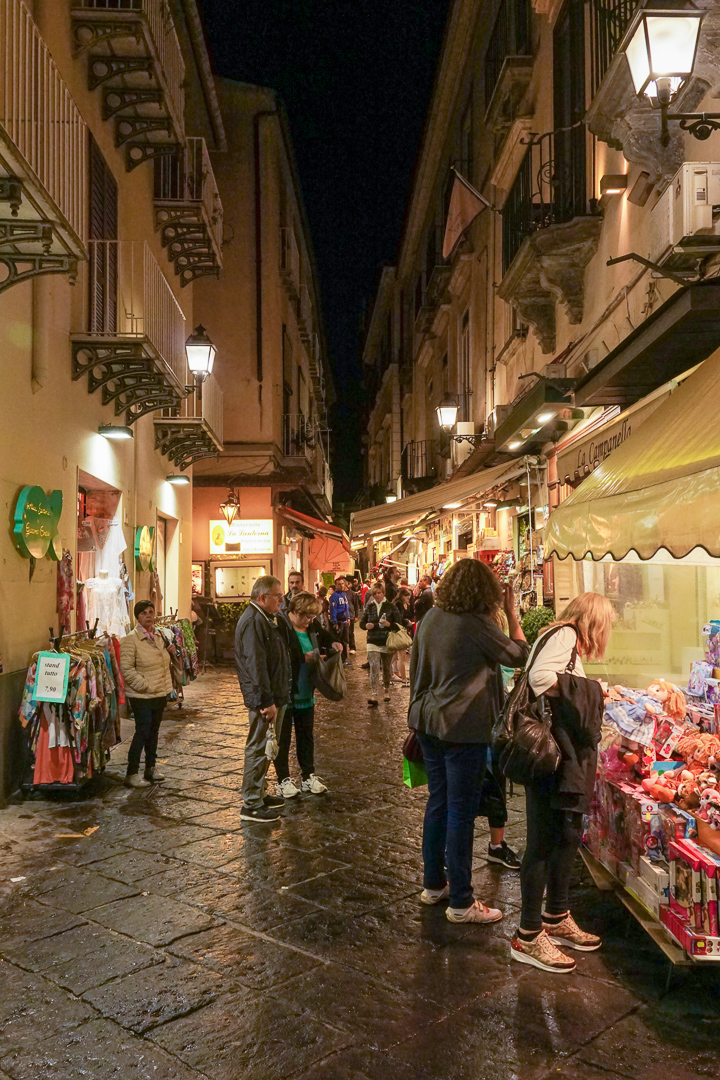 Sorrento evening alley-1