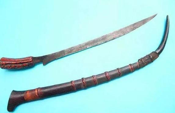 senjata tradisional piso tiba