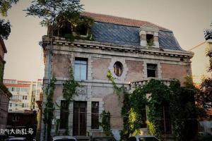 rumah bergaya mansion berhantu