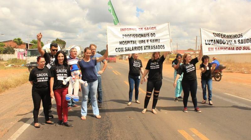 Servidores da saúde de Sapucaia do Sul protestam por condições de trabalho