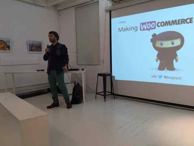 Kicking of the WooCommerce Meetup with my Presentation.
