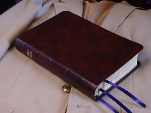 kangaro_bible_medium_dark_brown