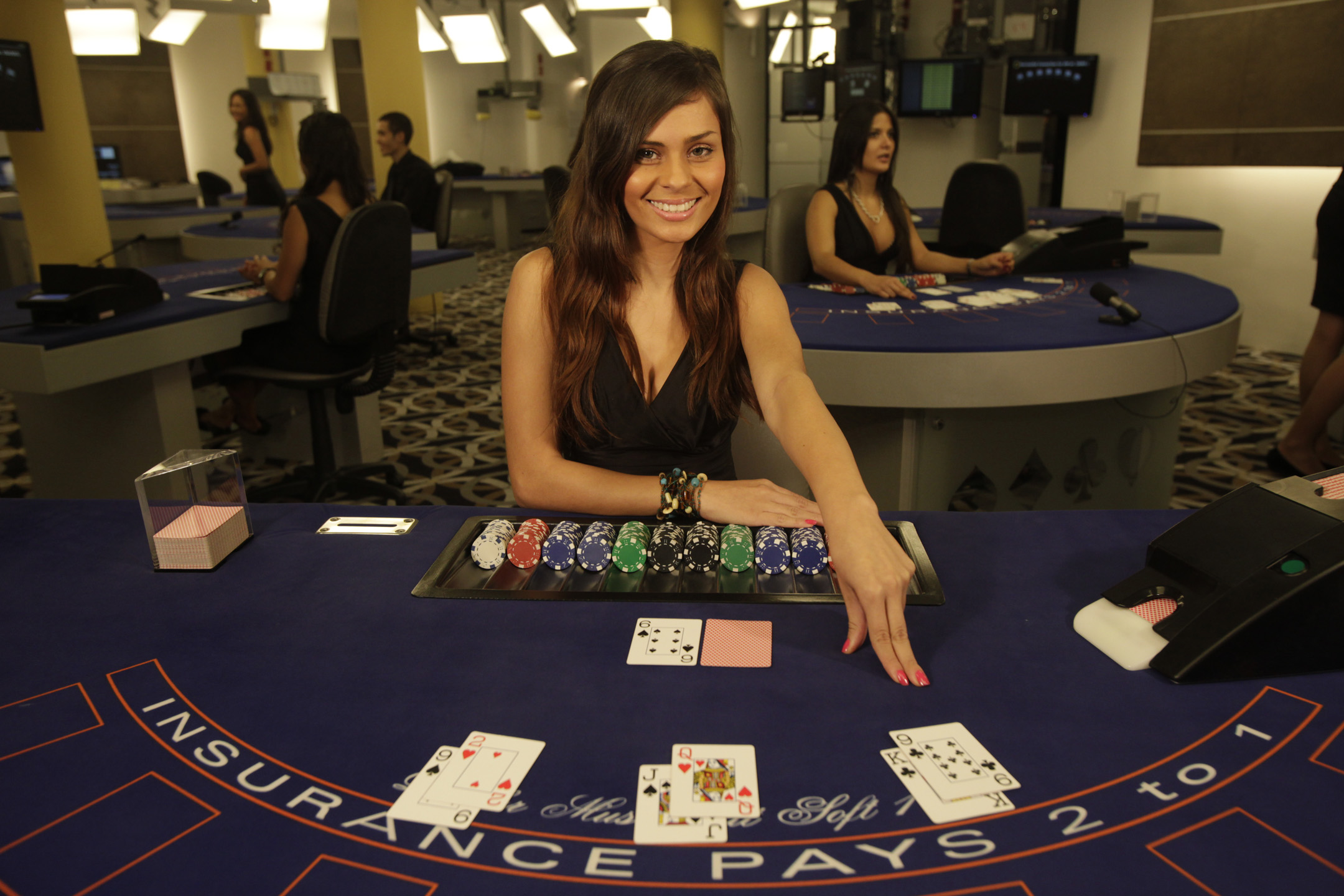 A Primer In Making It In The World Of Casino Dealing