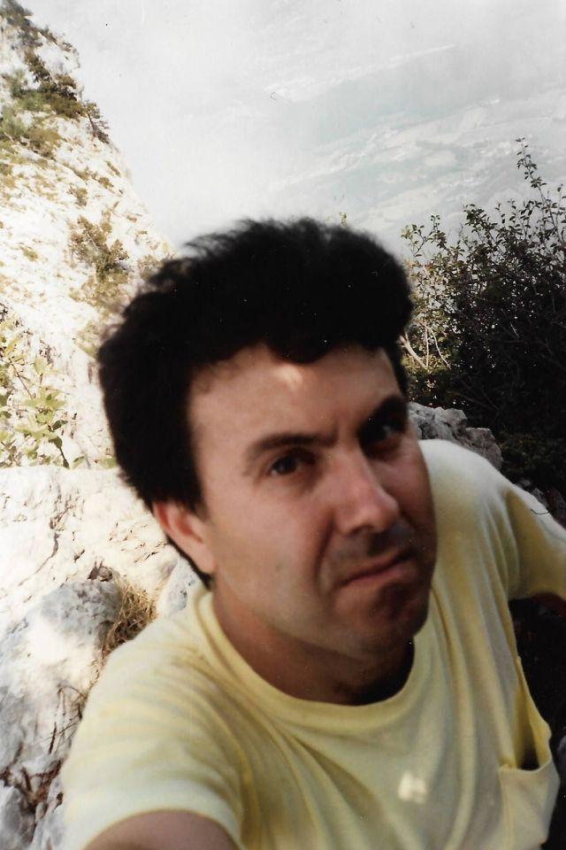 el profesor de francés Mario Tomé en la montaña