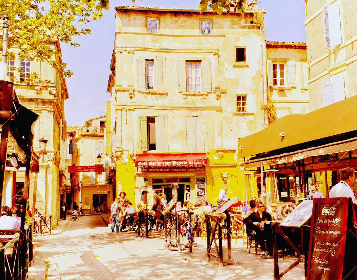 cafés-ocupados-arles-francia-25003353