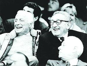 Giovanni Agnelli e Henry Kissinger allo stadio