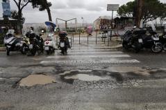 Foto Vincenzo Livieri - LaPresse 05-02-2015 - Roma - Italia Cronaca Buche stradali causate dalla pioggia Photo Vincenzo Livieri - LaPresse 05-02-2015 - Rome - Italy News Potholes causeb by rain