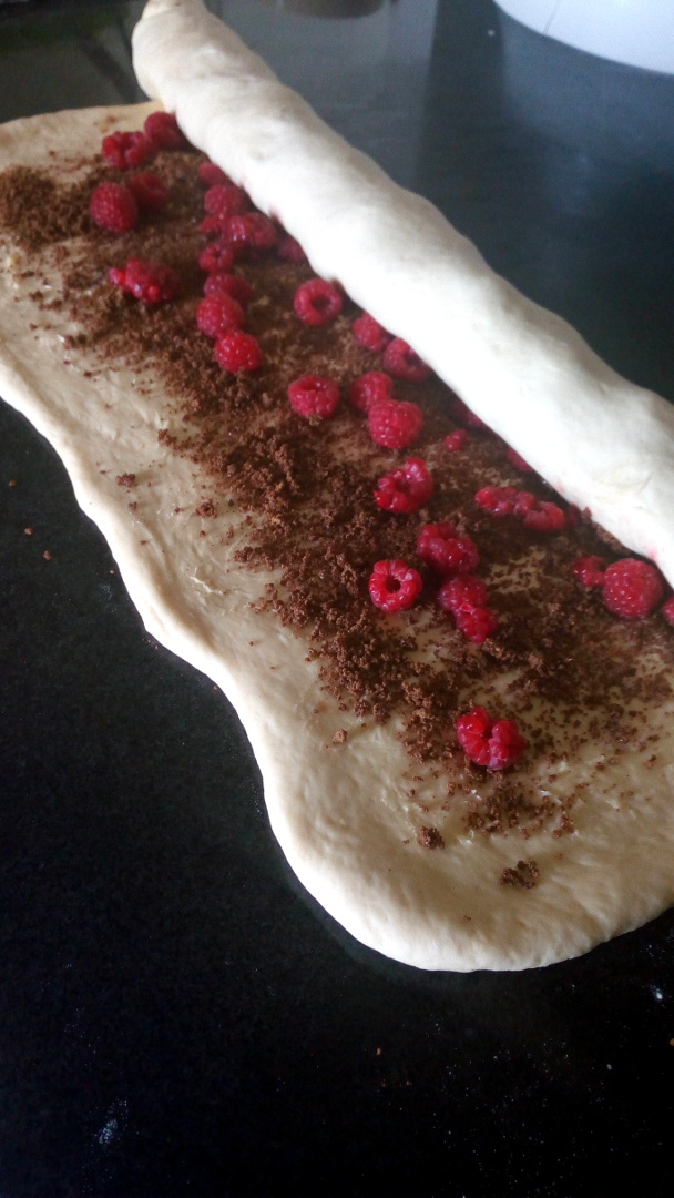 raspberry-cinnamon-rolls-leotunapika