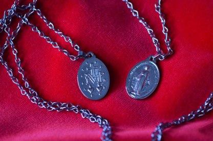 A medalha com corrente