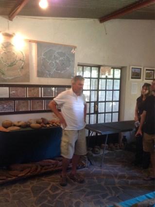 Michael Tellinger dans son musée