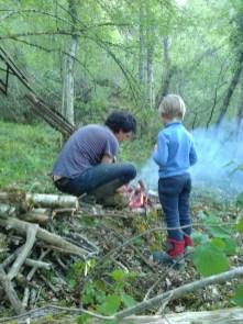 Père et fils font le premier cercle de feu