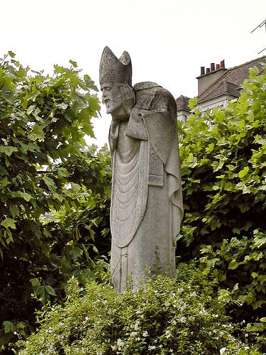 saint-denis-statue