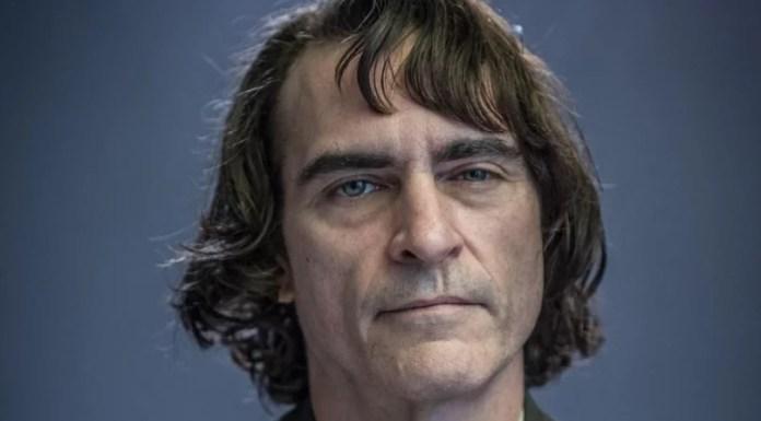Joaquin Phoenix sebagai Joker