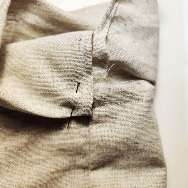 Repliez en deux et rentrer 1 cm de valeur de couture